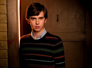 freddie-highmore-as-norman-bates-1024x764